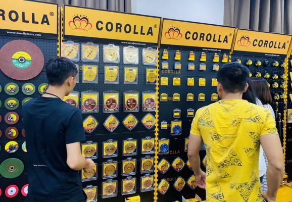 Kệ trưng bày sản phẩm COROLLA vô cùng nổi bật